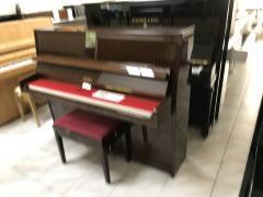Pianino Petrof ve velmi dobrém stavu, včetně klavírní židle.