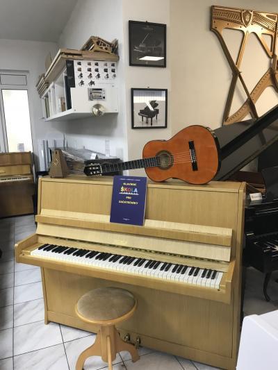 Petrof model 116 III se zárukou<br>2 roky + klavírní stolička.
