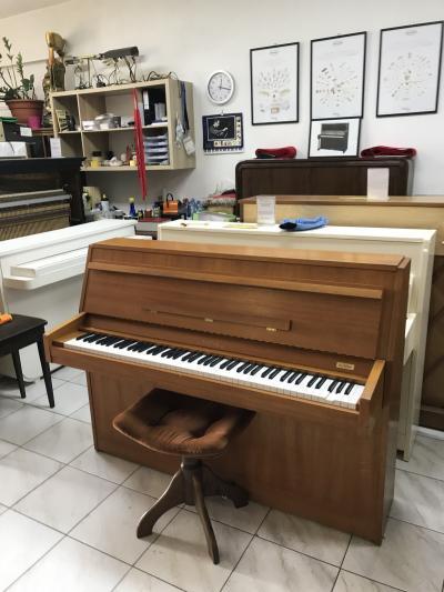 Holandské pianino se zárukou, 3pedály, s moderátorem.