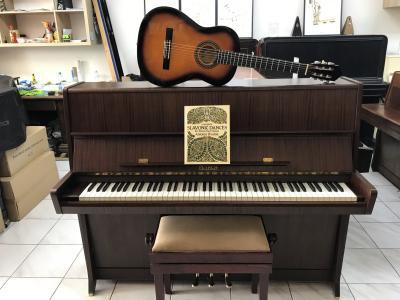 Petrof K114 se zárukou 2 roky + dárek klasik kytara set 4.4.
