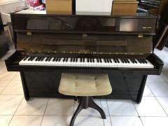 Menší pianino Petrof ve velmi dobrém stavu