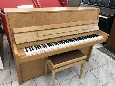 Pianino SOLTON made inCzech Republic sezárukou.