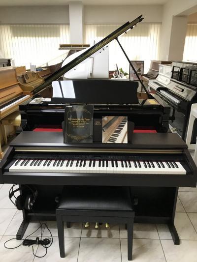 Digitální pianino YAMAHA vzáruce, včetně židle a sluchátek