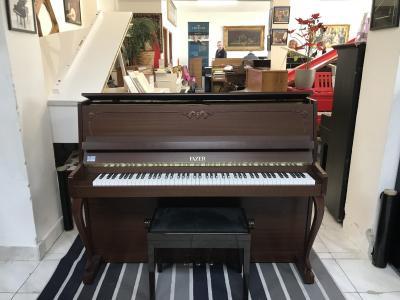 Finské pianino FAZER poprvním majiteli, sezárukou 3roky.