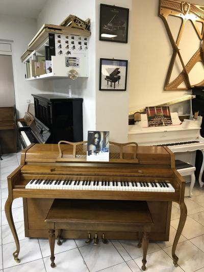 Akustické pianino Yamaha sezárukou a doprava zdarma