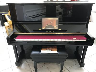 Koncertní piano Yamaha model U3G.