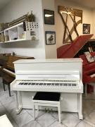 Bílé piano Ritmüller včetně klavírní židle, 1. ladění zdarma.