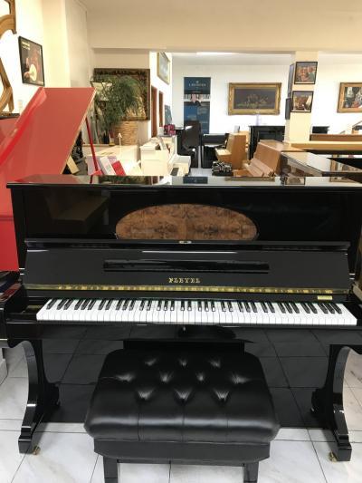 Prodám značkové pianino PLEYEL sezárukou 5let.