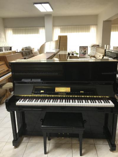 Pianino Europa - C.Bechstein model E120 sezárukou.