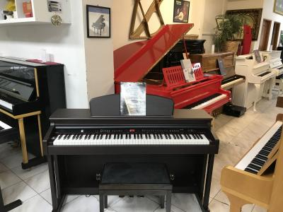 Digitální pianino Dynatone.