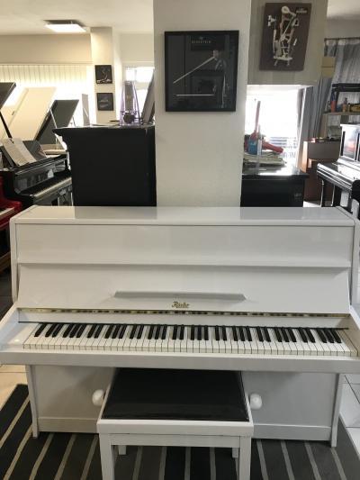 Bílé pianino Rösler - Petrof
