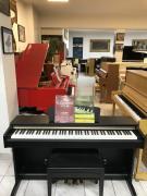 Pianino YAMAHA YDP - 161 včetně nových sluchátek a židle