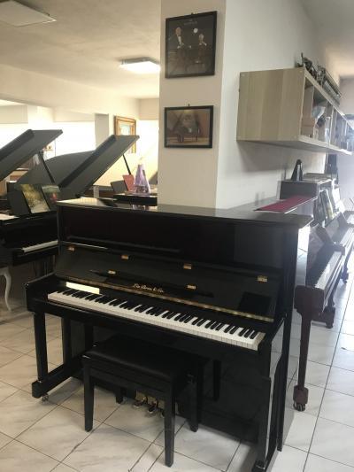 Pianino ve velmi dobrém stavu, záruka 2 roky.
