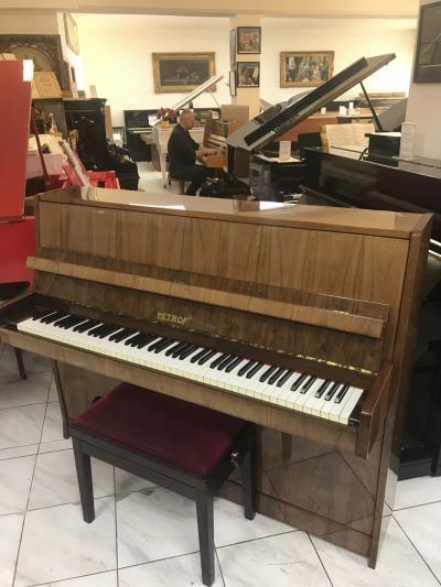Pianino PETROF 115 včetně klavírní židle.