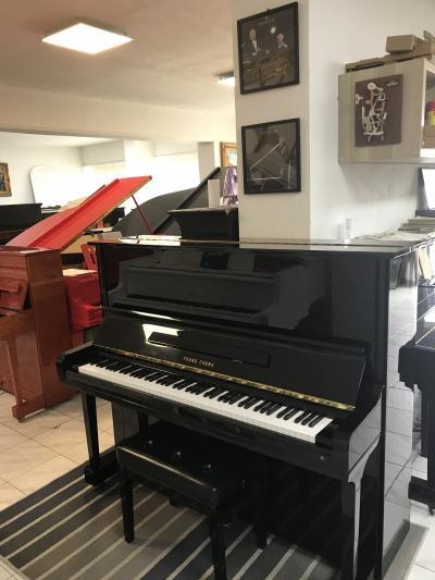 Koncertní klavír YOUNGCHANG model131 sezárukou 2roky