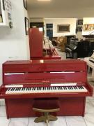 Červené pianino Yamaha made inJapan