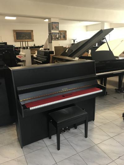 Zánovní piano Petrof s novou židlí, rok výroby 2001.
