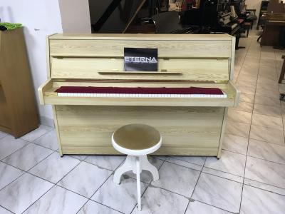 Krásné pianino Yamaha - Eterna model ER - 10.