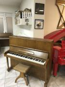 Pianino Petrof model 125 sezárukou.