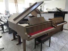 Klavír PETROF modelIV, r.v.1974, poprvním majiteli