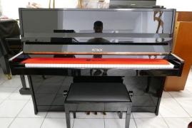 Pianino Petrof model P116 s židlí, rok výroby 1994.