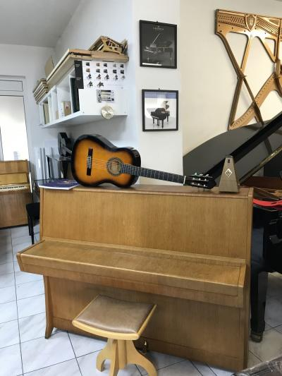 Petrof model Klasik 114 se zárukou + dárek kytara set 4.4.