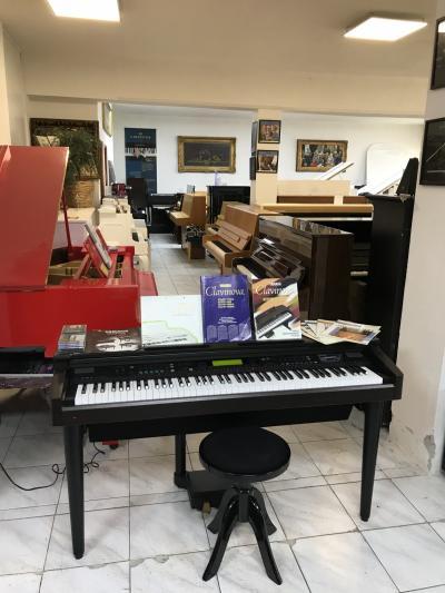 Digitální piano Yamaha model CVP-79A.