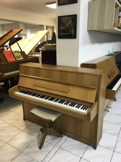 Pianino Rösler - Petrof ve velmi dobrém stavu.