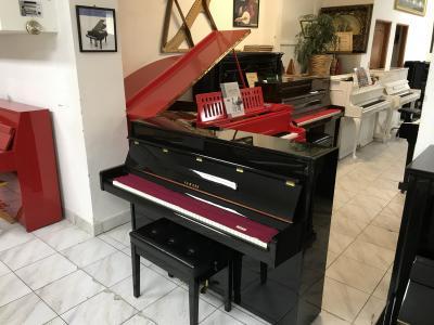 Japonské pianino Yamaha sezárukou 2 roky, doprava zdarma.