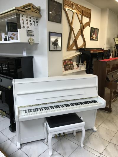 Bílé pianino August Förster - Petrof model 105, se zárukou
