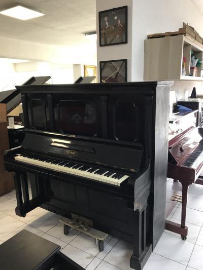 Klavír Ant. Petrof v dobrém stavu, výška 150 cm