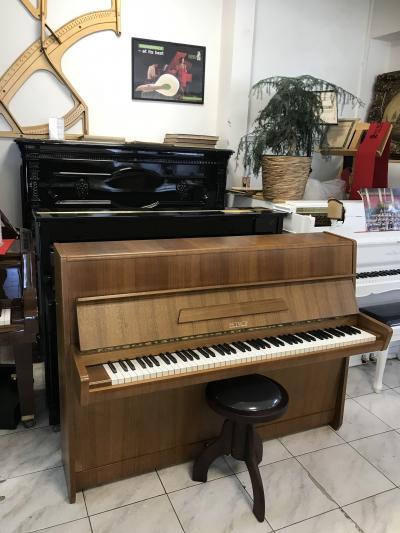 Pianino Petrof model 105 se zárukou, včetně židle, doprava do 100 km zdarma.