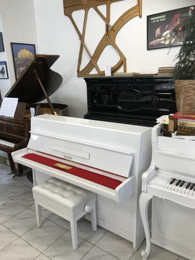 Pianino Petrof ve velmi dobrém stavu, včetně nové klavírní židle.