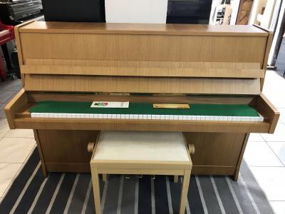 Pianino Petrof poprvním majiteli, opus466388, sezárukou 2roky