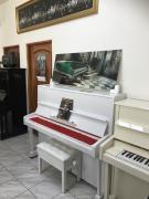 Bílé pianino Petrof 125 se zárukou, včetně nové klavírní židle