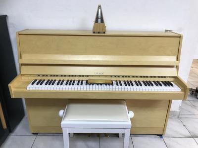 Finské pianino sezárukou