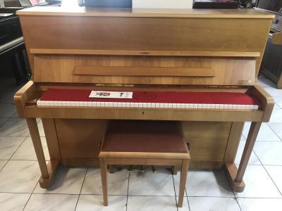Pianino PETROF P 118 rok výroby 1997, včetně klíče a dokladů.