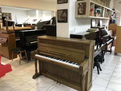 Krásné pianino Rippen