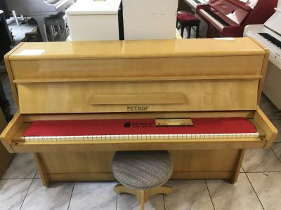Krásné pianino Petrof včetně stoličky a první ladění ZDARMA.