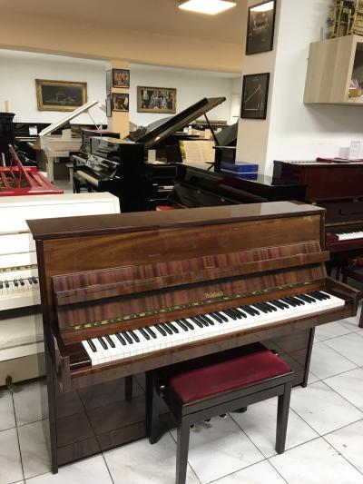 Pianino Weinbach ve velmi dobrém stavu.