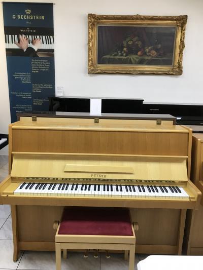 Pianino Petrof sezárukou