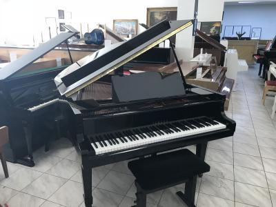 Klavír YAMAHA model G2 made in Japan.