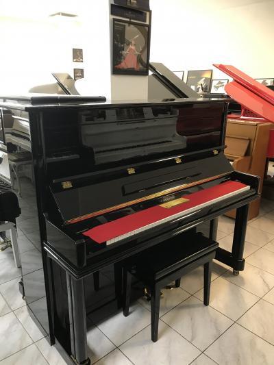 Koncertní piano C. Ebel & Sohn model UP 132 sezárukou.