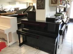 Černé pianino K. H. Bernstein vdobrém stavu, záruka.