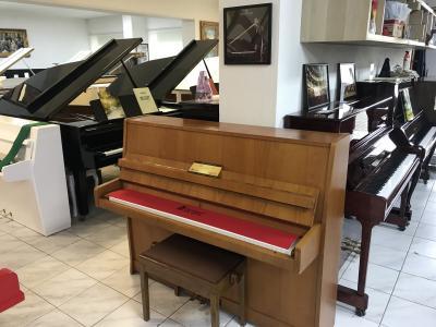 Pianino Petrof v dobrém stavu, rok výroby 1992.
