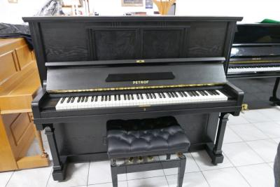 Klavír Petrof model 30 gold medals po opravě, výška 132 cm.