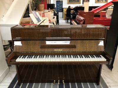 Pianino Petrof model105 vevelmi dobrém stavu, záruka 2roky.