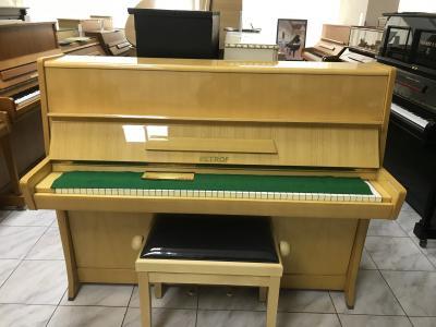 Krásné pianino Petrof sezárukou, doprava zdarma.