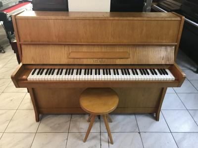 Pianino Petrof model K 114.