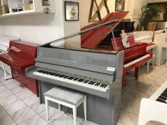Šedé pianino se zárukou 2 roky.